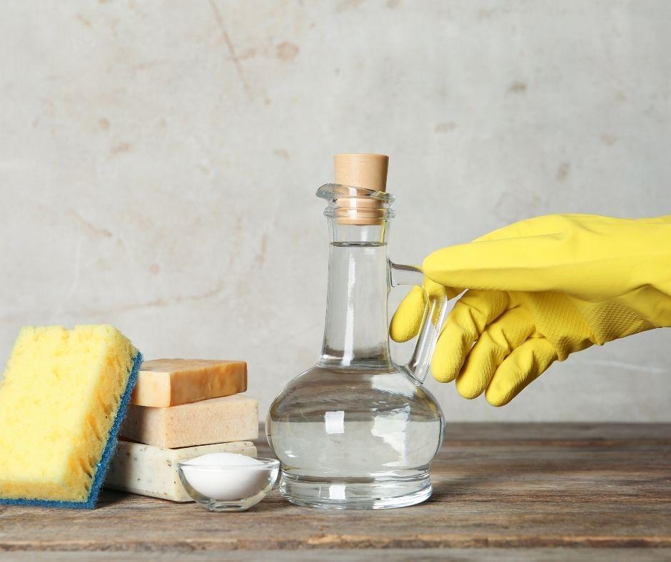 10 Household Cleaning Uses for Vinegar